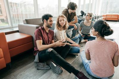 Groupe de jeunes discussion, vivre à la MFR