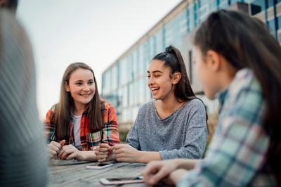 Vivre à la MFR, groupe de jeunes filles qui discutent